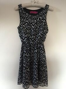 Boohoo Aztec Print Black and White Mini Sleeveless Dress Size 8