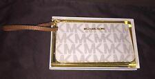 NWT MICHAEL KORS Specchio JetSet Travel Medium Wristlet - Vanilla