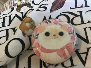 Planet Cat Round Tin , 6.5x3cms, White Cat with Pink Flowers