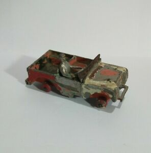 Dinky Toys Land Rover Made in England Meccano Ltd beaten up old toy car