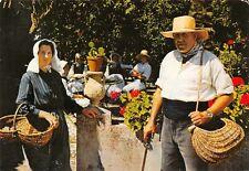 CPM - FILKLORE CHARENTAIS - Couple de Paysans en tenue de pêche