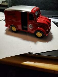 Ertl 1950 Divco Milk Delivery Truck Freeman's Dairy bank (stu