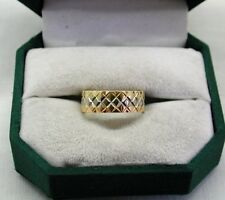 Beautiful Two Colour 18ct Gold Patterned Wedding Ring