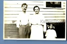 FOUND VINTAGE PHOTO C+3303 FAMILY POSED OUTSIDE HOUSE BY WINDOW