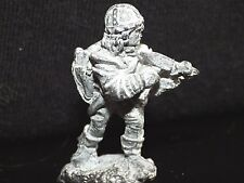 Grenadier THIEF w SPIKE 2004 Dungeons Dragons Miniature Metal Fighter AD&D Rogue