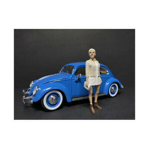 Partygoers Figurine IV for 1/24 Scale Models by American Diorama 38324