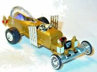 MUNSTERS DRAGULA COLLECTIBLE DIORAMA COFFIN CAR -Gold