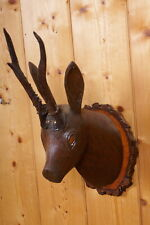 Alter Rehkopf aus Holz mit echtem Gehörn