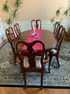 Dining Set Oval Table American Drew Cherry 8 pieces slightly used