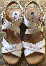 White Mountain GLEEFUL White Leather  Sandals Sz 7.5M
