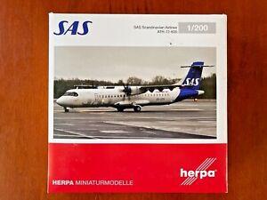 1/200 HERPA  NO. 571067 SAS SCANDINAVIAN AIRLINES ATR-72-600. ES-ATH  W/STAND