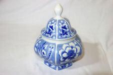 Keramik-Dosen mit Blüten