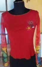 bustier haut t shirt rouge manche résille un peu sport et en même temps sexy