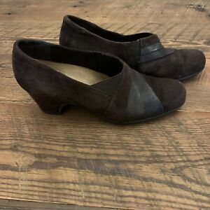 CLARKS Artisan Brown Suede & Leather Ankle Booties Women's Sz 8 N Slip On EUC