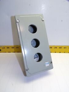 """NEW CUTLER HAMMER 3 HOLE PUSHBUTTON STATION 1"""" ENTRY  10250T/E34"""