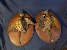 paire de trophee de chasse en regule patine bronze ancien non signe socle chene