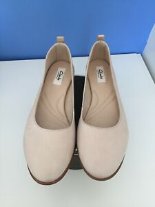 Clarks 4 Nude Leather Pumps