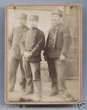 photo ancienne . régiment . uniformes . képis