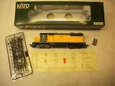 KATO MODEL TRAIN EMD GP35 PHASE 1A 37-031 CHICAGO & NORTH WESTERN 824 W/O DB HO