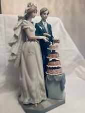 Lladro #5587 Figurine of a Bride and Groom Cutting a Tiered Wedding cake