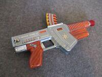 "VINTAGE T COHN TIN LITHO UNIVERSAL TOY MACHINE GUN ""ATOMIC"" 1960s- BATT OPERATED"
