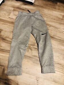 Nike Dri-fit Boys Gray Sweatpants, Size Youth S (C42)