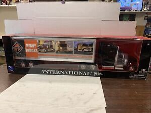 New Ray Diecast 1/32 International 9900IX Semi Tractor And Trailer New Sealed