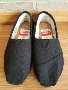 TOMS Wool Woolen Fur Lined Flats Slip On Shoes Size 8.5 Women's Black Gray