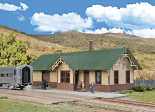 4057 Walthers Cornerstone Union Pacific style Passenger Station / Depot HO Scale