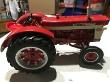 ERTL CUSTOM International Harvester McCormick Farmall 560