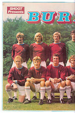 BURNLEY 1972-1973 DOUBLE PAGE TEAM GROUP ORIGINAL HAND SIGNED X 5 PLAYERS