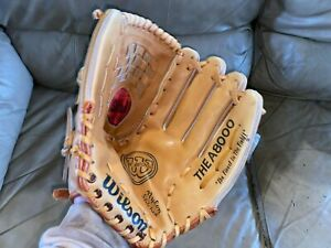 Wilson A8000 RHT, Leather Softball Glove.