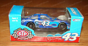Richard Petty #43 STP 50th Anniversary 2004 Dodge Intrepid Action/RCCA 1:64