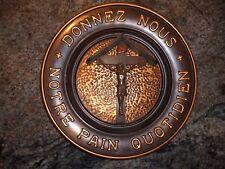 Assiette décorative en métal DONNEZ-NOUS NOTRE PAIN QUOTIDIEN CRUCIFIX LOURDES