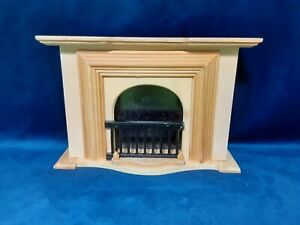 Miniature Wooden Fire Place Doll House Furniture 1:12 Scale Model Home Fireplace