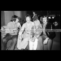 #phs.005883 Photo MIDDLE OF THE ROAD 1972 Star