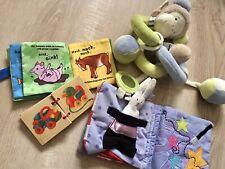 Baby Spielzeug Set Kinderwagen Buch Kusch Motorik Rasseln Greiflinge Babyrassel