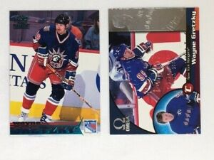 Wayne Gretzky 1998-99 Pacific lot of 2 different embossed show cards