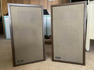 "Pair of Vintage ""New"" Advent Loudspeakers, 2-Way Speakers w/ Utility Cab"