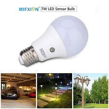 E27 7W Dusk to Dawn Auto Sensor Smart Light Bulb Energy-Saving LED Garden Lamp