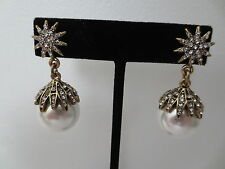 AN OVERSIZED $450 OSCAR DE LA RENTA RUNWAY GRIPOIX PEARL DIAMANTE DROP EARRINGS