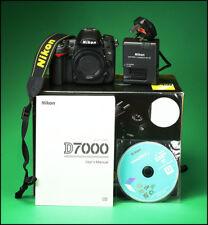 Nikon D7000 Fotocamera DSLR, batteria, caricabatterie, manuale, software e di solo 826 scatti