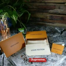 LOUIS VUITTON x Supreme Super rare key ring with accessories