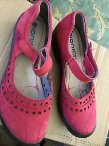 womens bionica red shoes mary janes leather 11 m awesome
