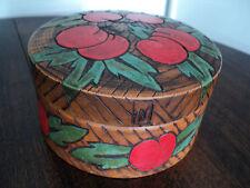 BOITE ronde en bois/ART DECO/gravée peinte décor Cerises/Monogrammée FM