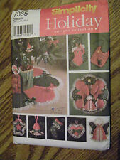 SIMPLICITY HOLIDAY UNCUT PATTERN 7365 ORNAMENTS, WREATH, STOCKING AND TREESKIRT