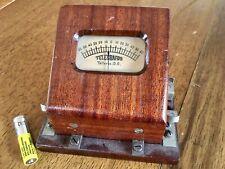 altes Historisches Messgerät im Holzgehäuse nicht getestet
