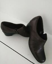 CLARKS BROWN LEATHER SHOES - WOMEN'S SIZE 8 MEDIUM