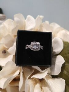 Gorgeous Vintage looking Lab Created White Sapphire Ring in SS (Sz 7) 1.49 ctw