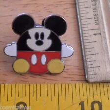 Disney pin Mickey Mouse ball hearts 2005